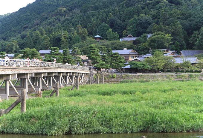 Jml_1142a NHKが川原で撮影をしていました。子供向け番組でしょうか。 水量が少な...
